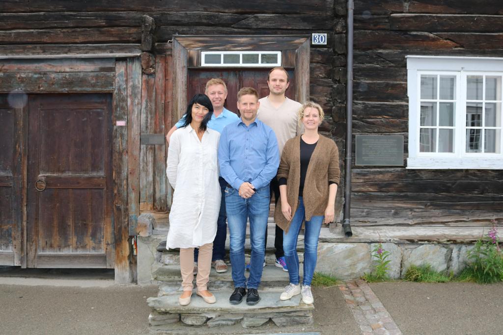 Tidligere i høst ble daglig leder i Fretex Midt-Norge ,Tanja Holmen, Rådmann Bernt Tennstrand og øvrig administrasjon enige om å starte opp et pilotprosjekt for å minimiere teksil i restavfallet.