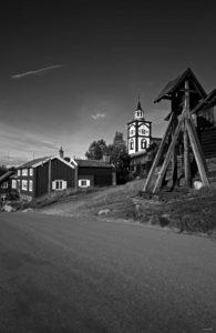 Bilde av hyttklokka og Bergstaden ziir