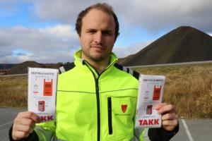 Avdelingsleder i uteseksjonen, Kristian Horten, viser frem to-posekonseptet.