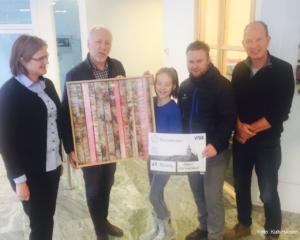Fra venstre Ingrid Svendsen, (RørosBanken), Bjørn Nessjø (Vinterfestpill), Maya Selbo-Coote (kunstelev), Arne Sætereng (Røros holtell), Nils Graftås (rektor Kulturskolen)