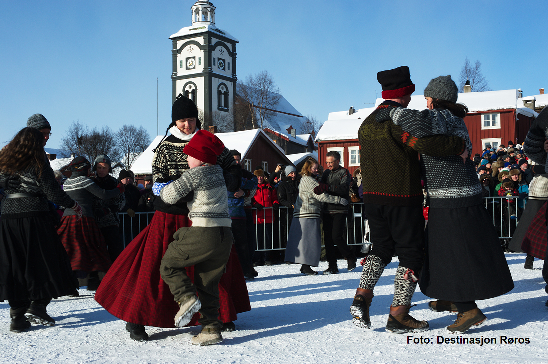 Røros folkedanslag. Foto Destinasjon Røros