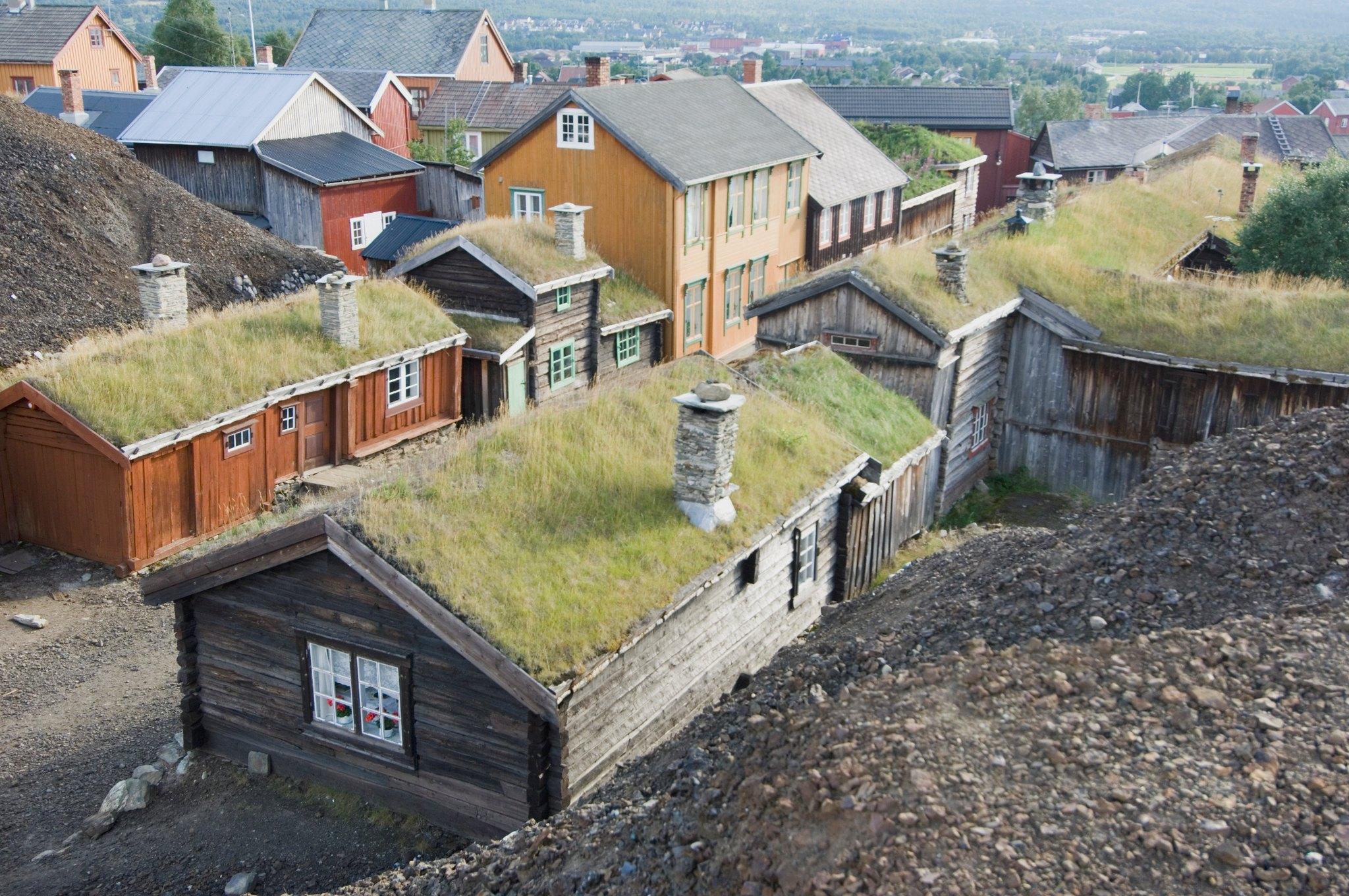 Bilde av de små verdehusene i Sleggveien fra oversiden