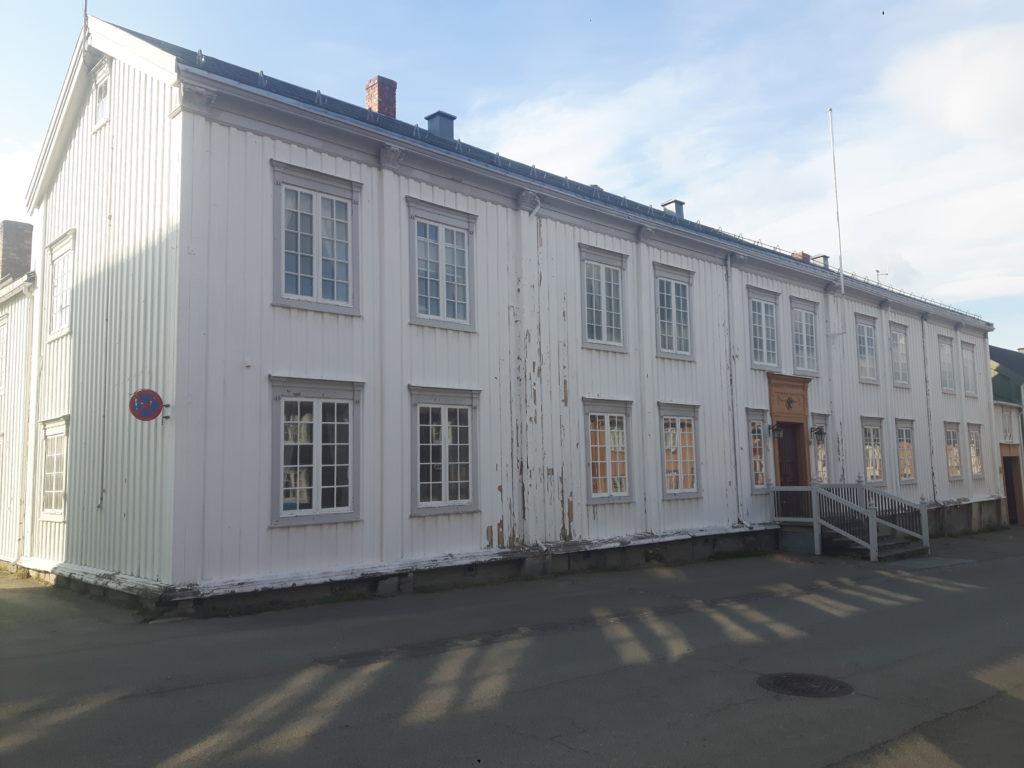bilde av fasaden på Rådhusgårdenet