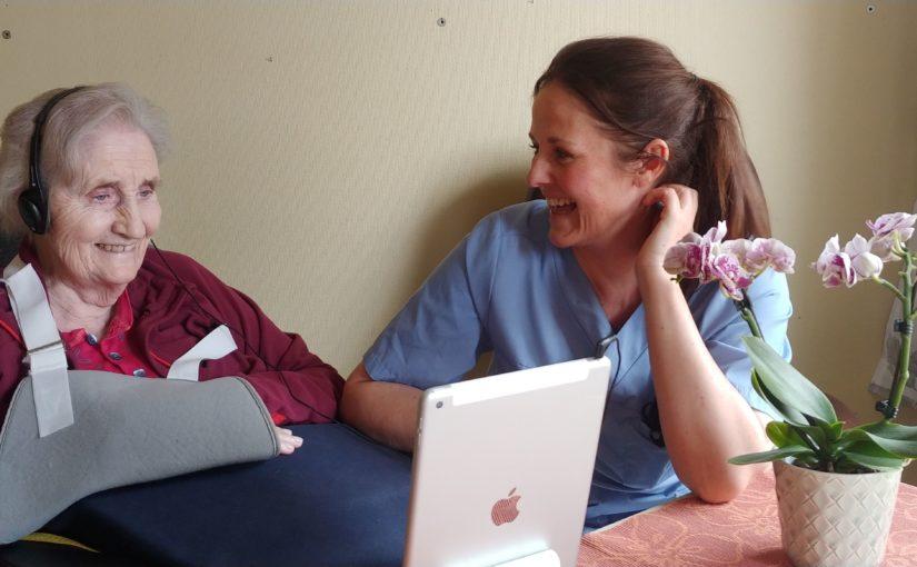 iPader i bruk for videosamtaler mellom pasienter og pårørende