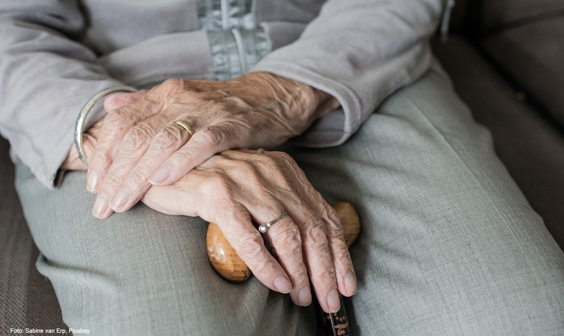 Illustrasjonsfoto, eldre kvinners hender