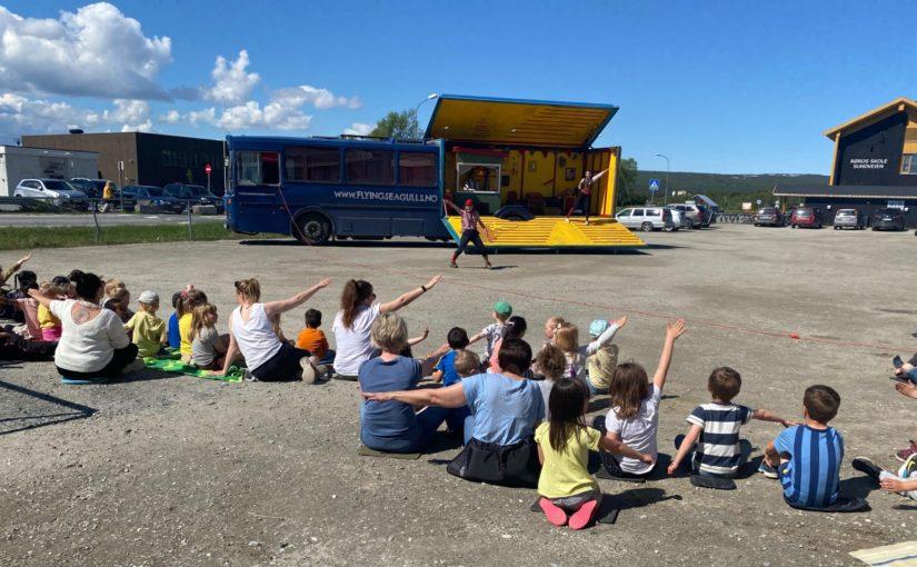 Blåmåka – en sirkusbuss til å bli glad av