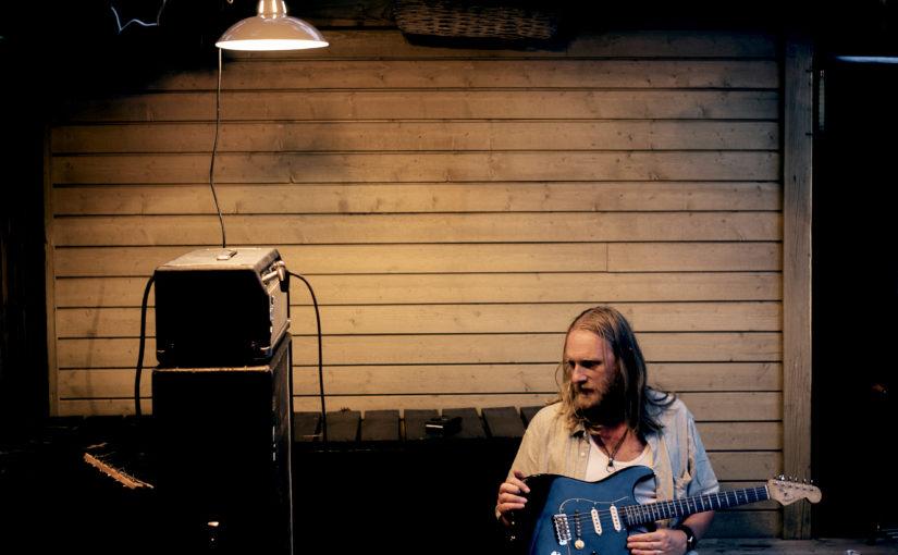 Bli med på et musikalsk møte med Erlend Ropstad!