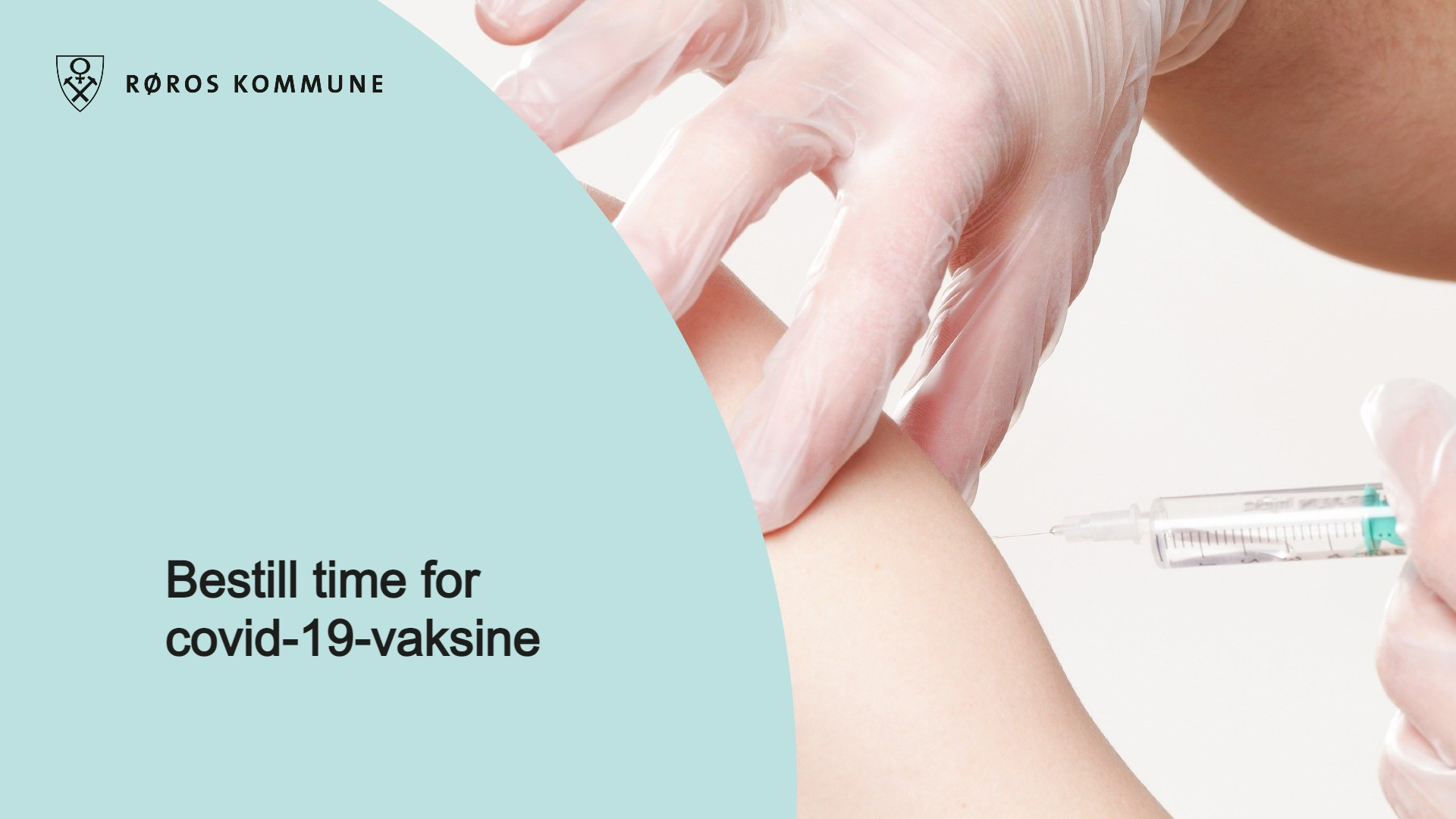 """bilde av hender som setter vaksinesprøyte i en skulder, med teksten """"bestill time for covid-19-vaksine"""""""